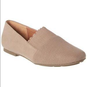 Gentle Souls Lilah Ruffle Flat Shoes in Mushroom